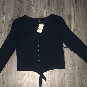 Long sleeve with buttons and tie